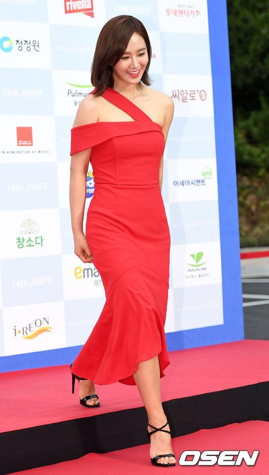 Goo Hye Sun giảm 10 kg trong 1 tháng, lột xác ngoạn mục trên thảm đỏ - Ảnh 11