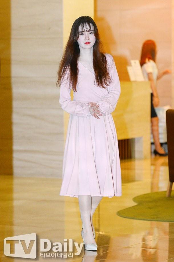 Giảm cân thành công nhưng Goo Hye Sun vẫn kém đẹp chỉ vì thói quen này khi diện váy ngắn - ảnh 6