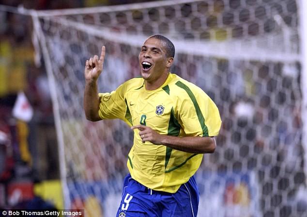 Ronaldo béo nhập viện khẩn vì bị viêm phổi - ảnh 1