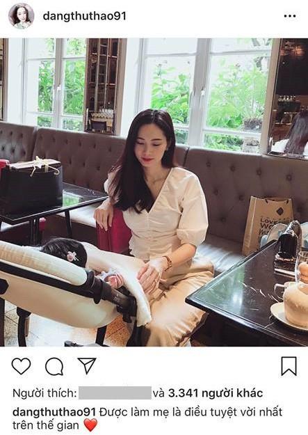 Sau 5 tháng, Hoa hậu Đặng Thu Thảo lần đầu hé lộ hình chụp cùng con gái đầu lòng - ảnh 1