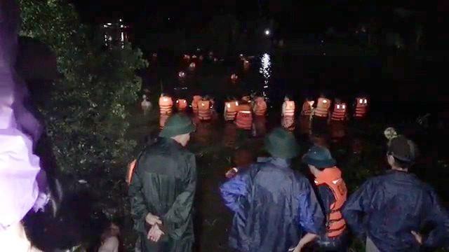 Thanh Hóa: Xe máy Exciter chở 4 lao xuống sông, 2 người chết, 2 người bị thương - ảnh 1