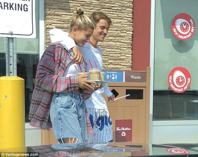 Hailey Baldwin được Justin Bieber đưa về quê nhà hẹn hò sau tin đồn sợ bị Selena giật bồ - ảnh 1