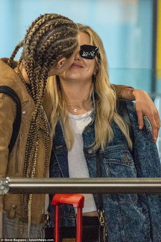 Hết hẹn hò con gái Michael Jackson, Cara Delevingne lại khóa môi đồng giới với người đẹp mới - Ảnh 2.