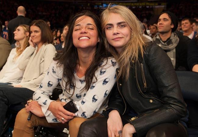 Hết hẹn hò con gái Michael Jackson, Cara Delevingne lại khóa môi đồng giới với người đẹp mới - Ảnh 6.