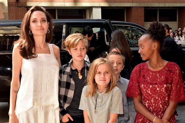 Hé lộ chi phí nuôi con khổng lồ của cặp đôi Brad Pitt - Angelina Jolie