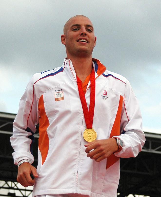Từng đánh bại bệnh bạch cầu rồi giành HCV Olympic, VĐV này vừa hoàn thành chặng bơi marathon dài 163km trong 55h để gây quỹ nghiên cứu ung thư - ảnh 5