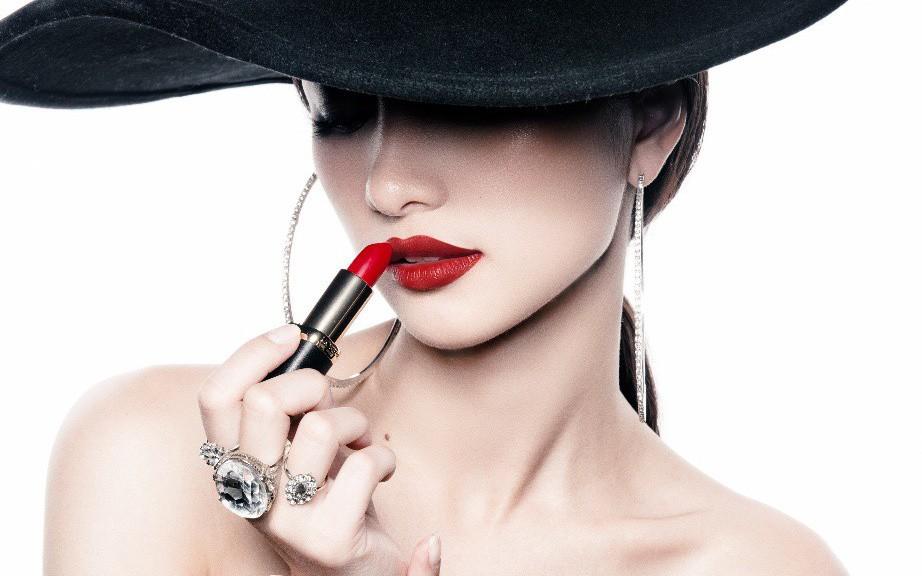 """Cập nhật 10 màu son lì """"gây bão"""" giúp Jun Vũ biến hóa thành quý cô Pháp quyến rũ, thanh lịch"""