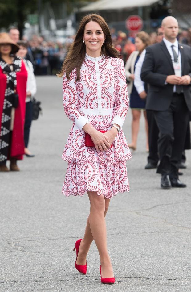 Hóa ra đây là 2 sản phẩm ruột giúp Công nương Kate đi giày cao gót cả ngày dài mà vẫn êm ru - Ảnh 1.