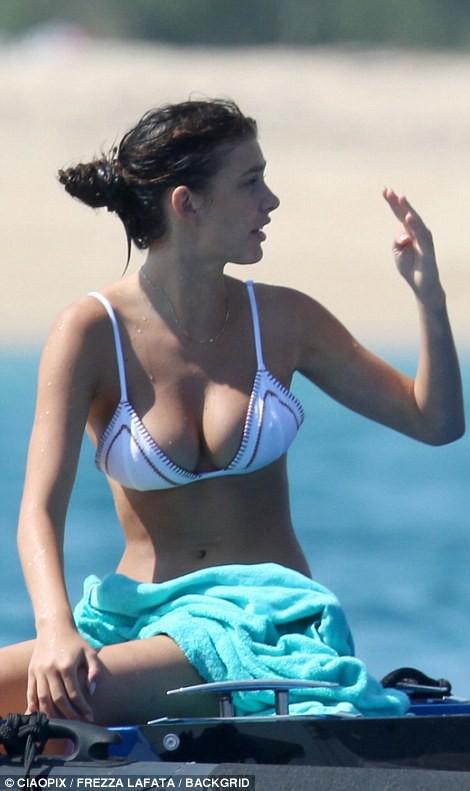 Bạn gái kém 22 tuổi của Leonardo DiCaprio khoe body nóng bỏng cực hút mắt dù ảnh chưa được photoshop - Ảnh 3.
