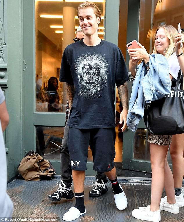 Justin Bieber đã nghe lời Hailey đi cắt tóc, phải chăng đây là lý do anh chàng ôm mặt khóc giữa phố hôm trước đó? - Ảnh 11.