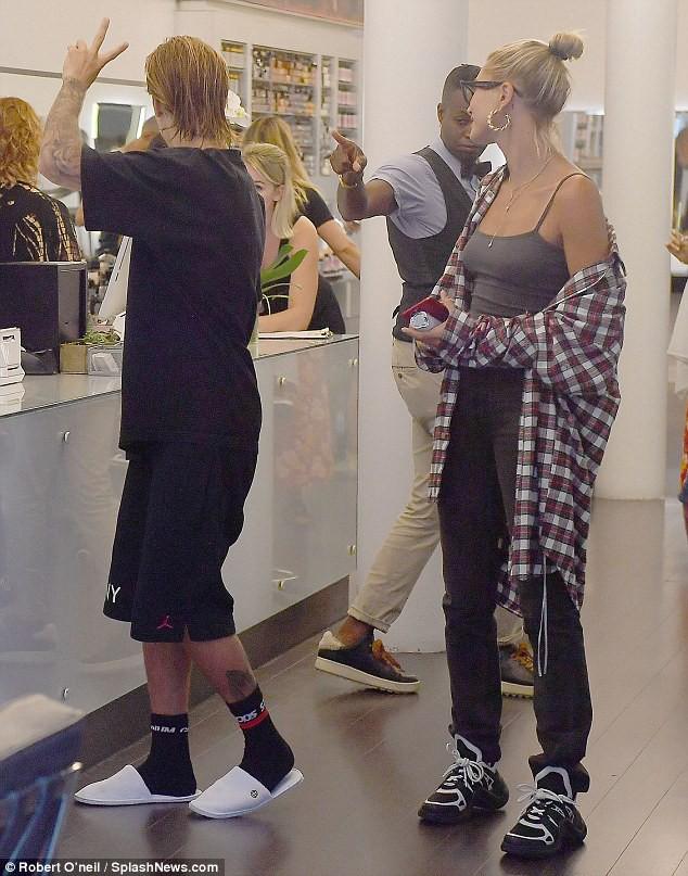 Justin Bieber đã nghe lời Hailey đi cắt tóc, phải chăng đây là lý do anh chàng ôm mặt khóc giữa phố hôm trước đó? - Ảnh 9.