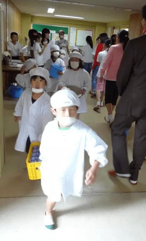 Chỉ một bữa trưa của học sinh tiểu học đã cho thấy người Nhật bỏ xa thế giới ở lĩnh vực trồng người như thế nào - Ảnh 4.