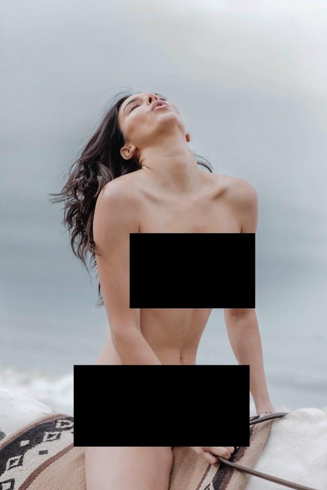 Kendall Jenner lộ cả bộ ảnh khỏa thân hoàn toàn gây sốc, trở thành cái tên viral hàng đầu mạng xã hội! - Ảnh 4.