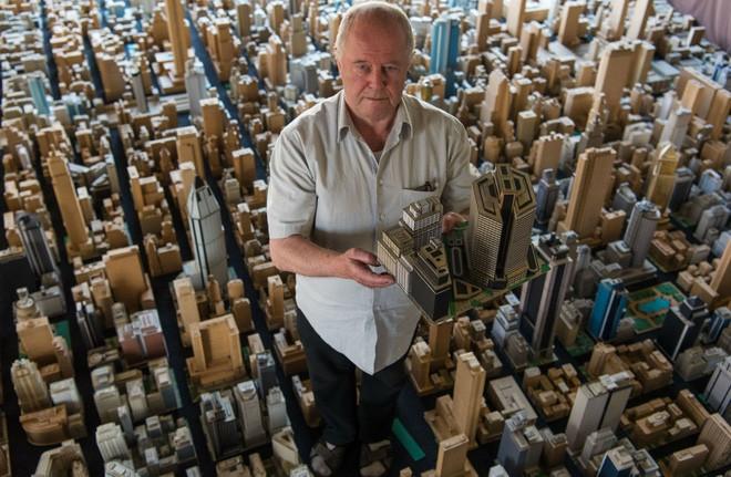 Choáng ngợp với mô hình thành phố mini siêu chi tiết được tạo nên bởi cụ ông 78 tuổi trong suốt hơn 65 năm - ảnh 1