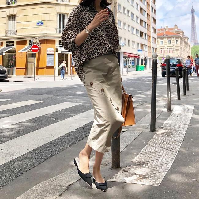 Tạm cất những thiết kế mỏng manh mềm mại, chân váy mùa thu năm nay lại thiên về kiểu đứng dáng thế này - ảnh 13