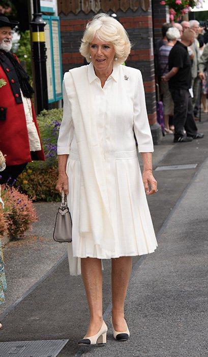 """Rất chăm diện mẫu giày mà Công nương Diana từng đoạn tuyệt, bà Camilla có lẽ là nữ tình địch """"chẳng phải dạng vừa"""" - ảnh 3"""