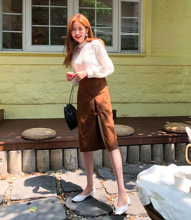 Tạm cất những thiết kế mỏng manh mềm mại, chân váy mùa thu năm nay lại thiên về kiểu đứng dáng thế này - ảnh 10