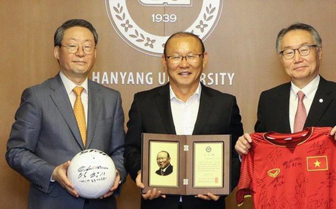 HLV Park Hang-seo nhận giải Thành tựu của đại học Hanyang - Ảnh 1.
