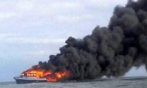 Indonesia: Phà chở 147 hành khách bốc cháy dữ dội, chìm giữa biển - ảnh 1