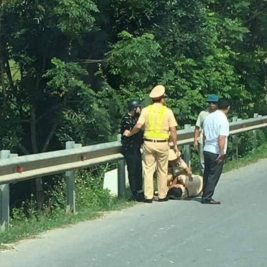 Vĩnh Phúc: Thanh niên đi xe máy lao thẳng vào CSGT khi yêu cầu dừng xe - ảnh 1