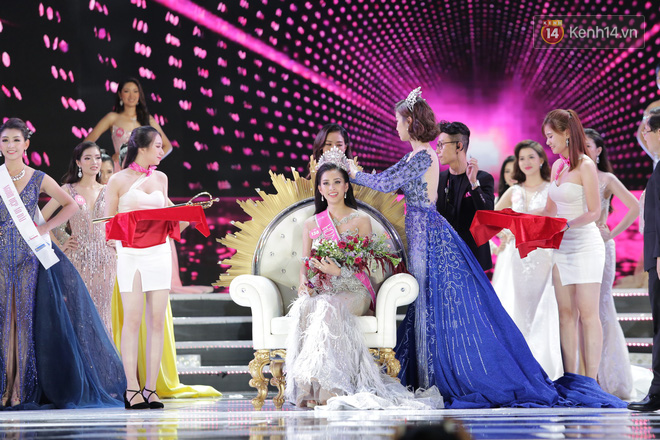 Vừa đăng quang, tân Hoa hậu Việt Nam Trần Tiểu Vy nhận được cơn mưa lời khen từ dân mạng - ảnh 1