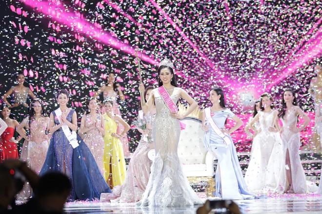 Hết ứng xử lúng túng, Tân Hoa hậu Việt Nam 2018 lại gây khó hiểu với trả lời phỏng vấn ngây ngô sau đêm chung kết - ảnh 1