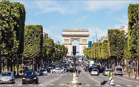Pháp kiểm tra xe nghi ngờ chứa bom tại đại lộ Champs Elysees - ảnh 1