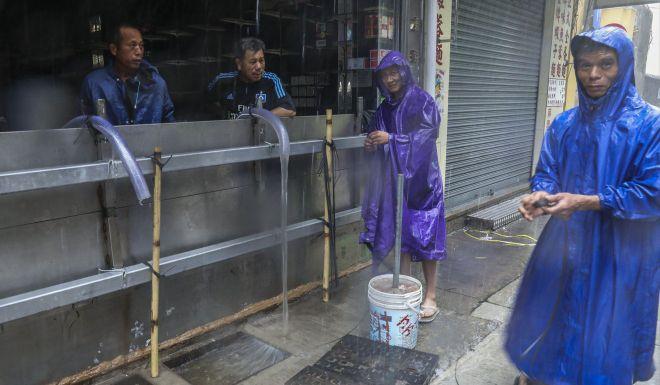 Ảnh, video: Siêu bão MANGKHUT càn quét, Macau chìm trong biển nước - ảnh 4