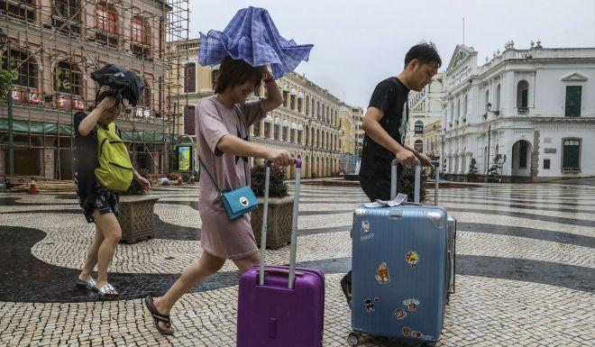 Ảnh, video: Siêu bão MANGKHUT càn quét, Macau chìm trong biển nước - ảnh 5
