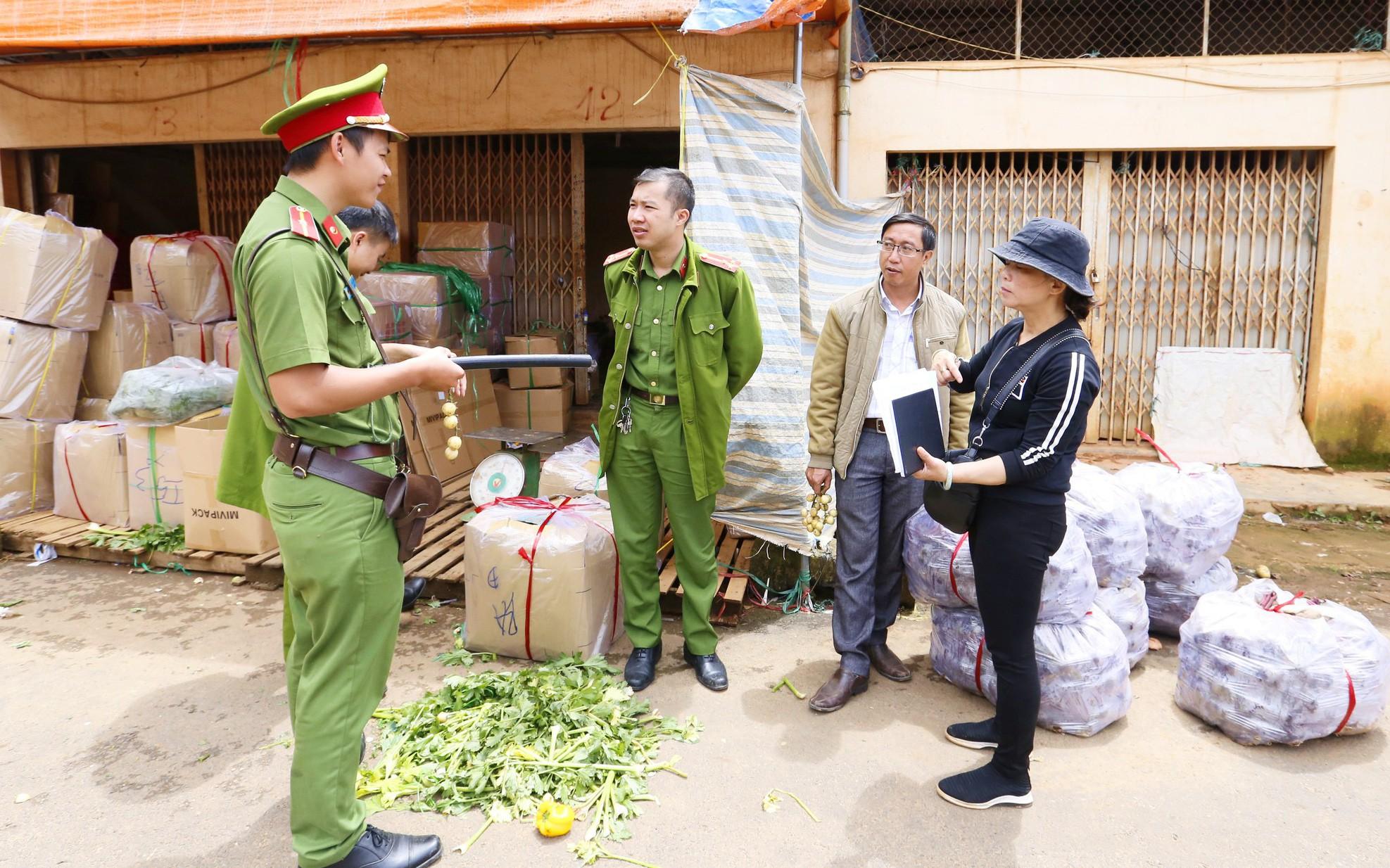 Tiểu thương chợ Nông sản Đà Lạt xin lùi thời gian chuyển khoai tây Trung Quốc tồn kho ra ngoài