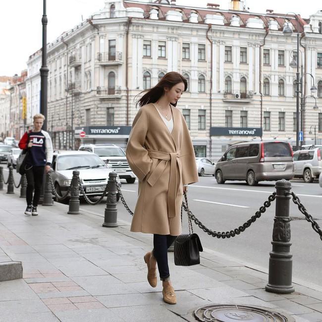 Chưa lạnh hẳn nhưng áo len và cardigan đã rục rịch phủ kín street style Châu Á tuần này - ảnh 11