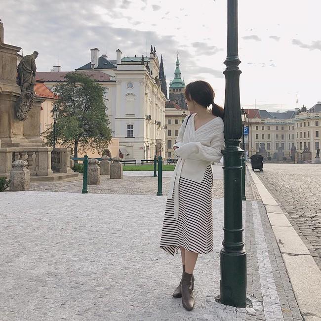 Chưa lạnh hẳn nhưng áo len và cardigan đã rục rịch phủ kín street style Châu Á tuần này - ảnh 4