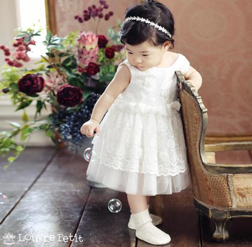Con gái tài tử Lee Dong Gun và Jo Yoon Hee lớn nhanh khó tin, còn hơn tốc độ phát triển tình cảm của bố mẹ - ảnh 1