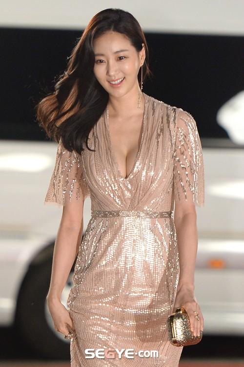 Hoa hậu Hàn U40 gây choáng vì mặt xinh body nuột đến từng milimet, netizen còn tưởng là idol 20 tuổi - Ảnh 4.