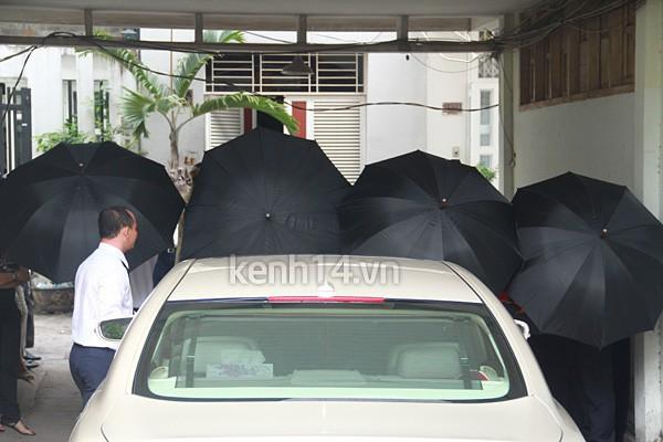Những đám cưới được thắt chặt an ninh nhất Vbiz: bảo vệ phong tỏa mọi nơi, huy động cả ô đen để che chắn - ảnh 3