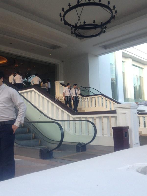 Những đám cưới được thắt chặt an ninh nhất Vbiz: bảo vệ phong tỏa mọi nơi, huy động cả ô đen để che chắn - ảnh 4