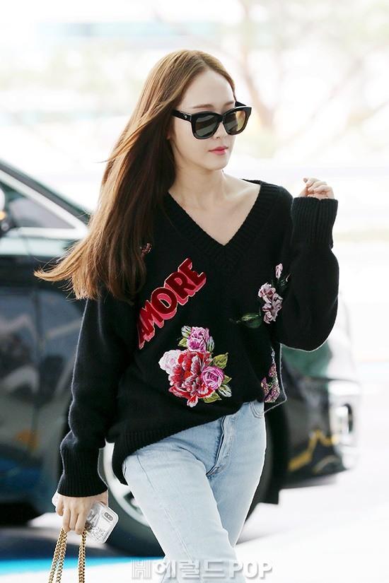 Chị em sang chảnh nhất xứ Hàn đụng độ Red Velvet: Jessica trông như bà hoàng, Krystal đẹp đè bẹp đàn em - ảnh 11