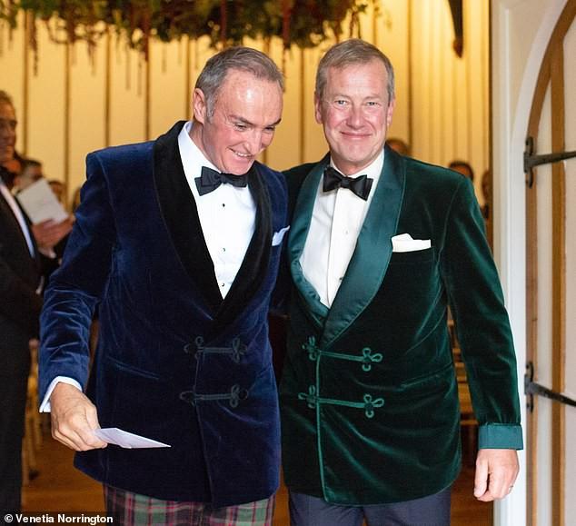 Đám cưới đồng tính đầu tiên trong lịch sử Hoàng gia Anh được cử hành trong sự chúc phúc của cả đại gia đình - Ảnh 2.