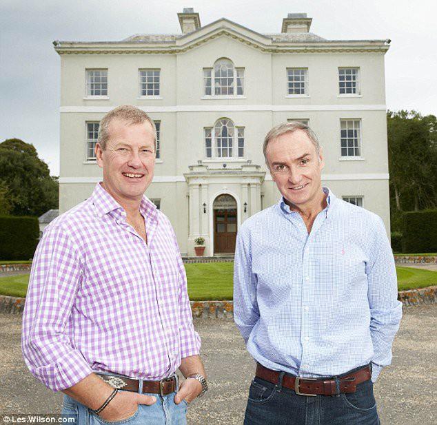 Đám cưới đồng tính đầu tiên trong lịch sử Hoàng gia Anh được cử hành trong sự chúc phúc của cả đại gia đình - Ảnh 4.