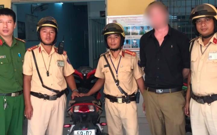 Bị CSGT ở Sài Gòn chặn bắt, người nước ngoài tá hoả phát hiện mình đang sử dụng xe trộm cắp