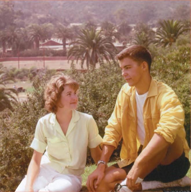 Sau 50 năm chia cắt vì bị bố phản đối tình yêu, cặp đôi xúc động nắm tay nhau làm lễ kết hôn - Ảnh 1.