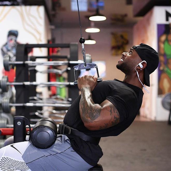 Tập gym vào buổi sáng làm giảm cảm giác thèm ăn, giúp bạn duy trì sự tỉnh táo cho cả ngày dài - ảnh 1