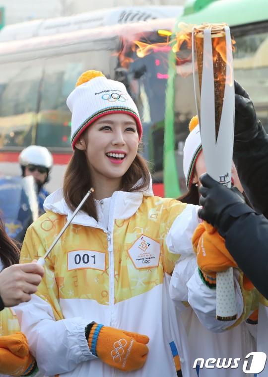Lóa mắt trước dàn sao hạng A rước đuốc chào Thế vận hội mùa đông 2018: Hết nữ thần lại đến nam thần hội tụ - Ảnh 22.
