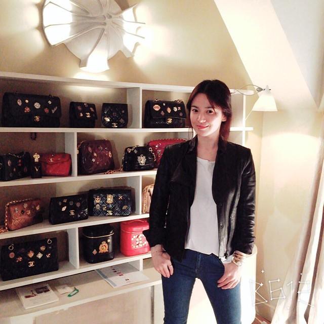 """Chọn túi hiệu có gắn tên mình thế này, Song Hye Kyo chẳng sợ """"đụng hàng"""" ai - Ảnh 3."""