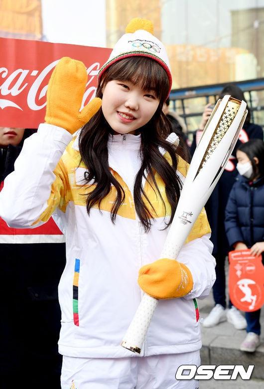 Lóa mắt trước dàn sao hạng A rước đuốc chào Thế vận hội mùa đông 2018: Hết nữ thần lại đến nam thần hội tụ - Ảnh 28.