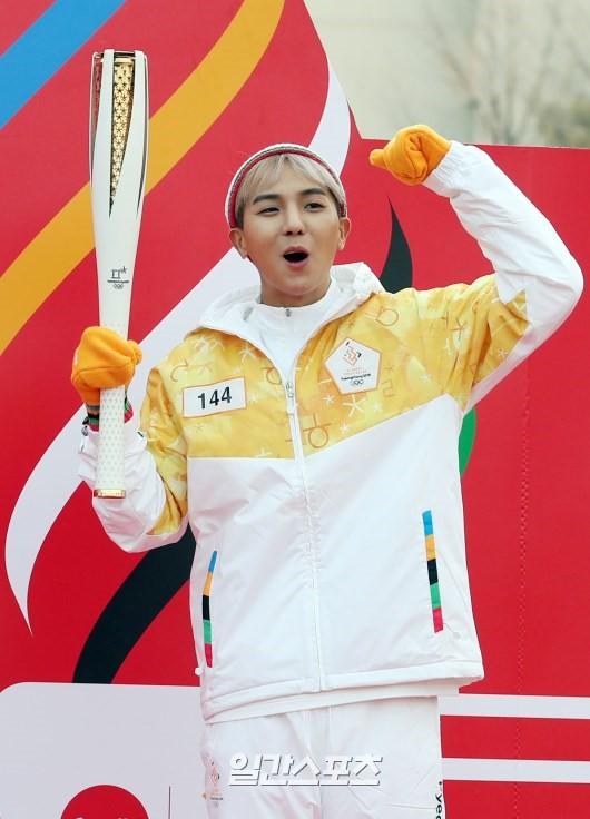 Lóa mắt trước dàn sao hạng A rước đuốc chào Thế vận hội mùa đông 2018: Hết nữ thần lại đến nam thần hội tụ - Ảnh 24.