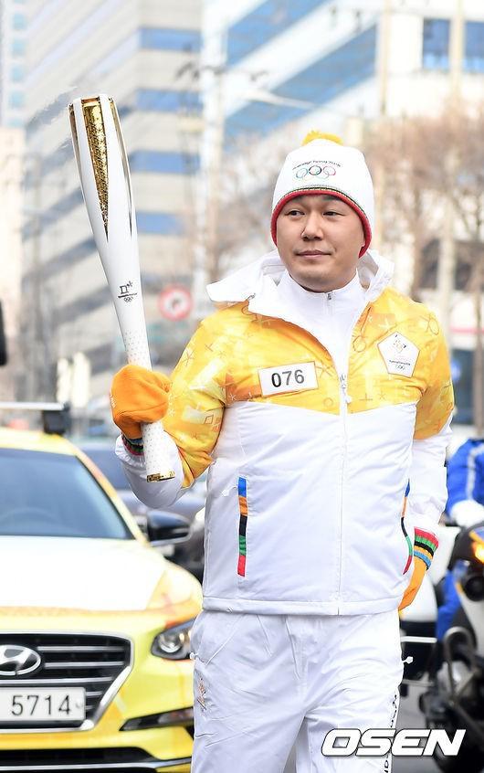 Lóa mắt trước dàn sao hạng A rước đuốc chào Thế vận hội mùa đông 2018: Hết nữ thần lại đến nam thần hội tụ - Ảnh 34.