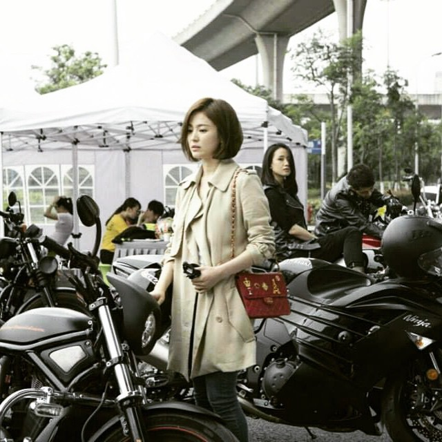 """Chọn túi hiệu có gắn tên mình thế này, Song Hye Kyo chẳng sợ """"đụng hàng"""" ai - Ảnh 4."""