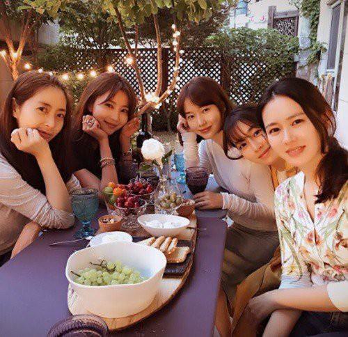 Ảnh dàn khách mời khủng trong sinh nhật nữ thần Son Ye Jin: Ngẫm ra đúng là mỹ nhân chỉ chơi với mỹ nhân - Ảnh 5.