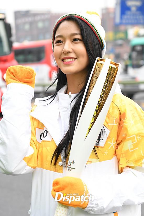 Lóa mắt trước dàn sao hạng A rước đuốc chào Thế vận hội mùa đông 2018: Hết nữ thần lại đến nam thần hội tụ - Ảnh 9.